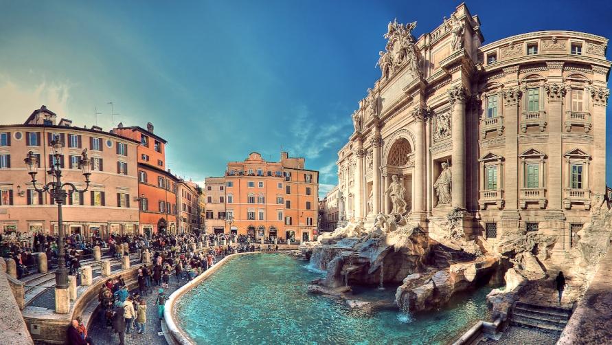 Площадь с фонтаном.