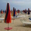 Зонтики на пляже.