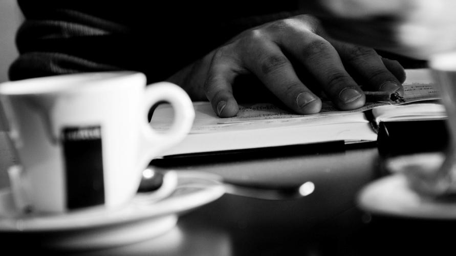 Столик в кафе.