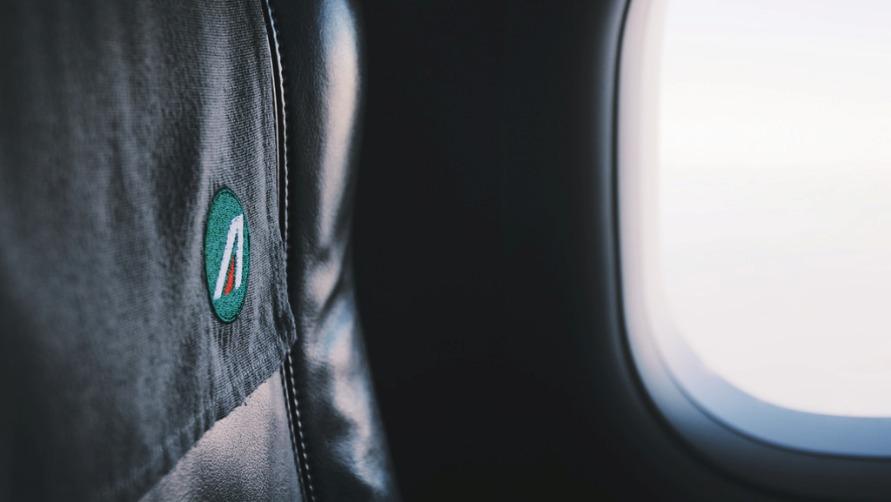 Кресло в самолете.