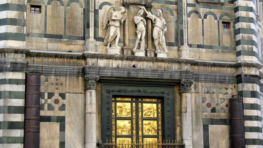 Двери из бронцы