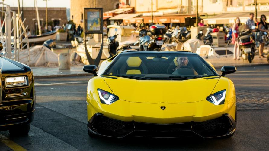 Желтое авто.