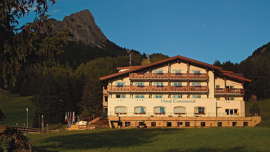 Четырёхзвёздочная гостиница Hotel Continental в Selva di Val Gardena.