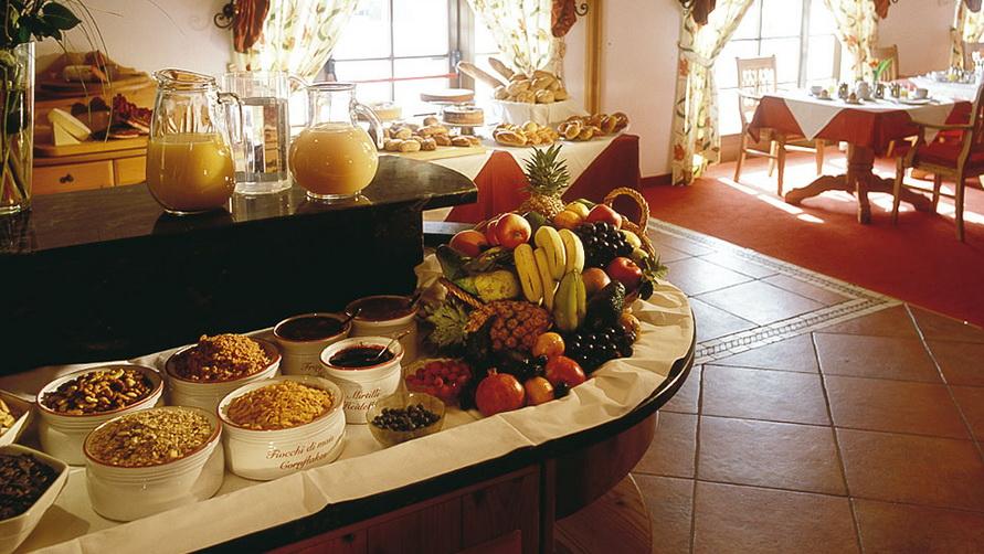Шведский стол к фруктами.