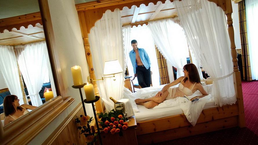 Пара молодожёнов. Медовый месяц  в Альпенотель Плаза