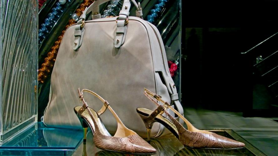 Туфли и сумка.