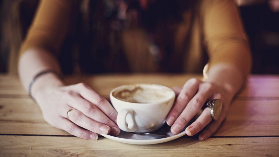 Девушка и кофе