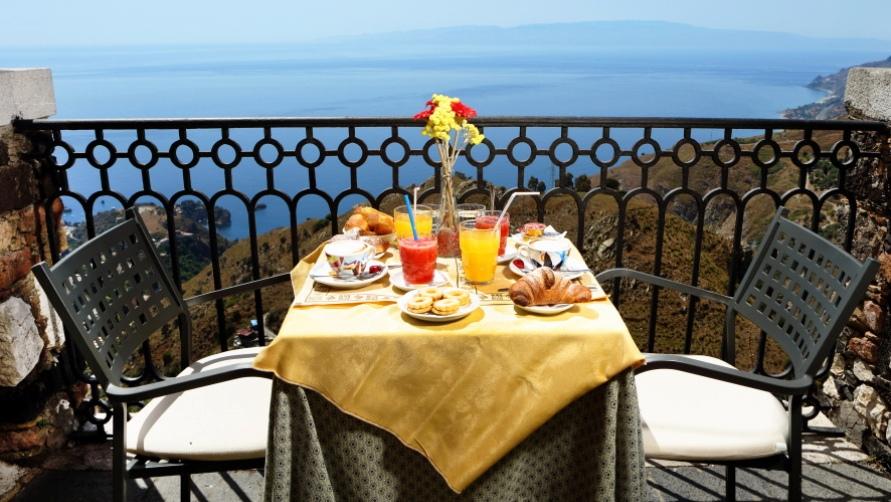 Завтрак с видом на пляж