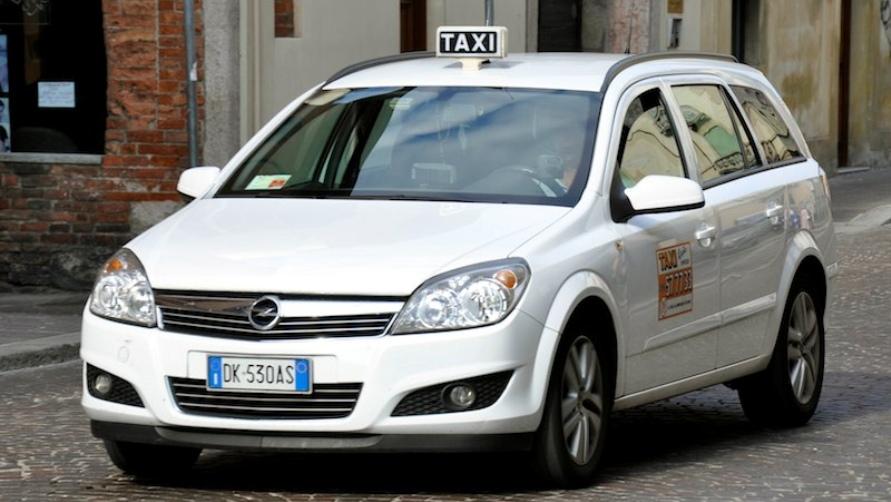 Автомобиль такси.