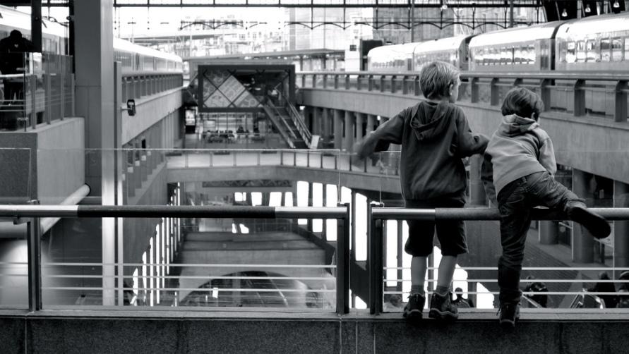 Дети на вокзале.