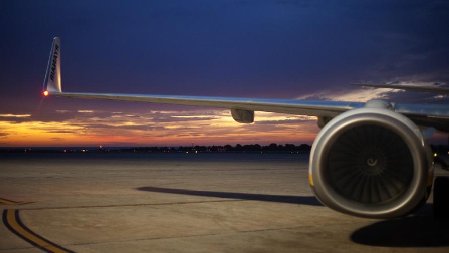 Самолет на полосе