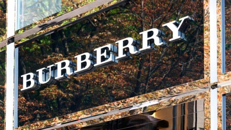 Вывеска магазина Burberry