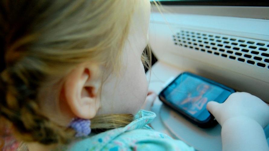 Девочка в поезде