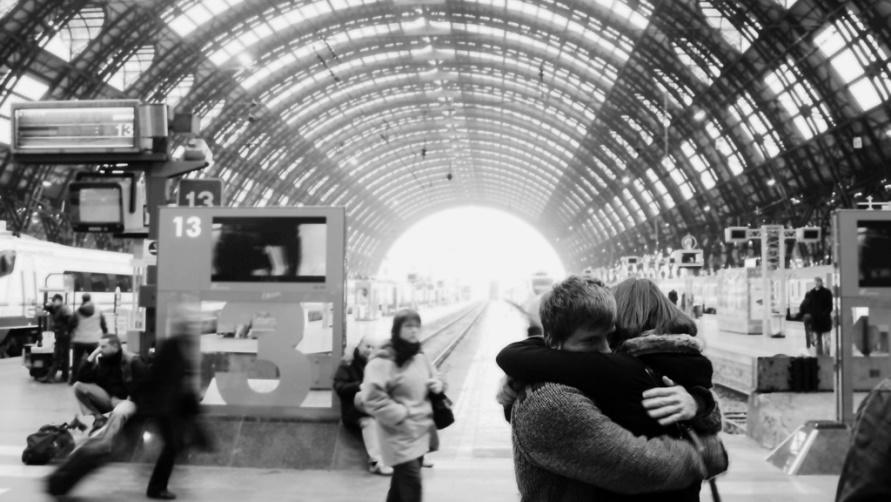 Влюбленные на Milano Centrale