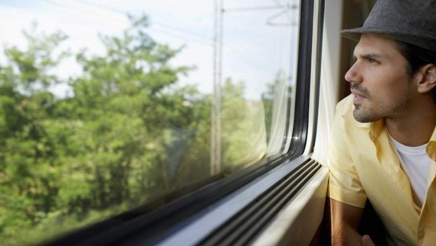 Мужчина в поезде