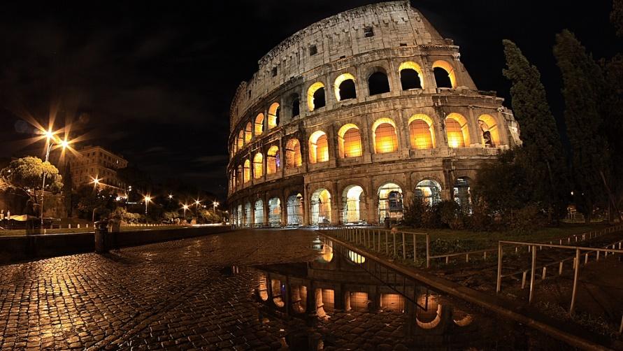 Амфитеатр в ночи
