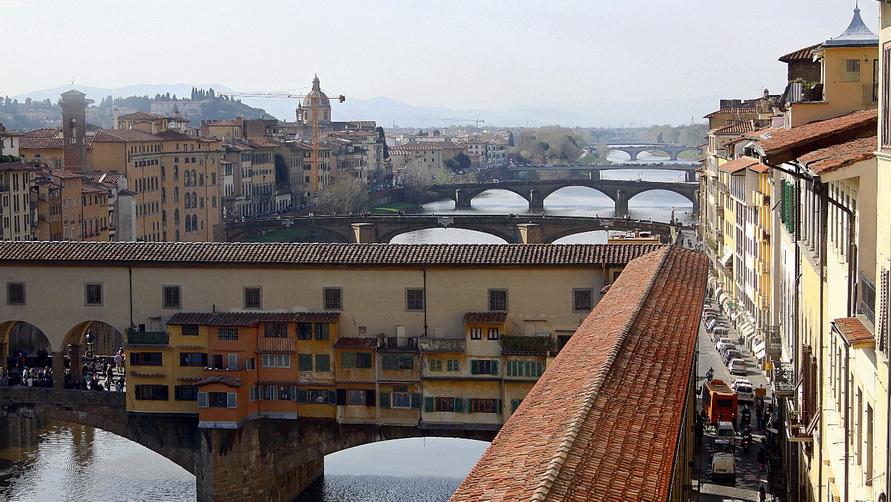 Мосты Флоренции из окна галереи.