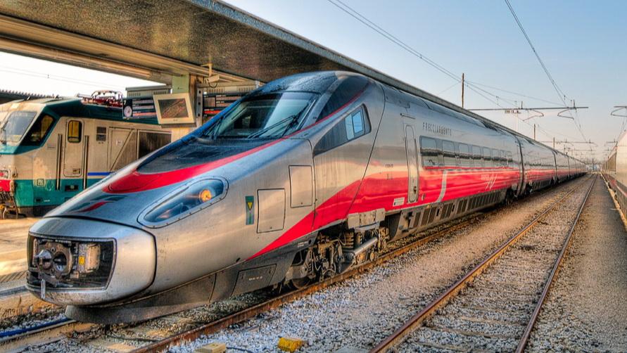 Скоростной поезд Frecciargento пущен из Венеции в Рим.
