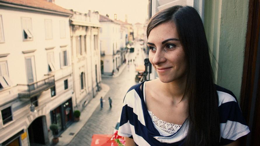 Девушка в окне итальянской гостиницы.
