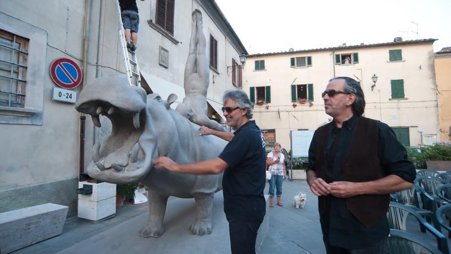 Певец Andrea Bocelli раз в год даёт концерты в родном Lajatico.
