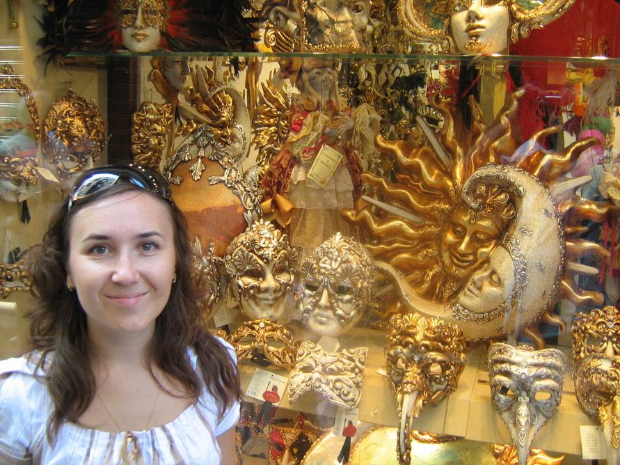 Маска — главный сувенир из Венеции.