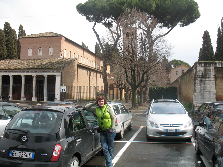В Риме взяли в аренду автомобиль Ниссан Микра.