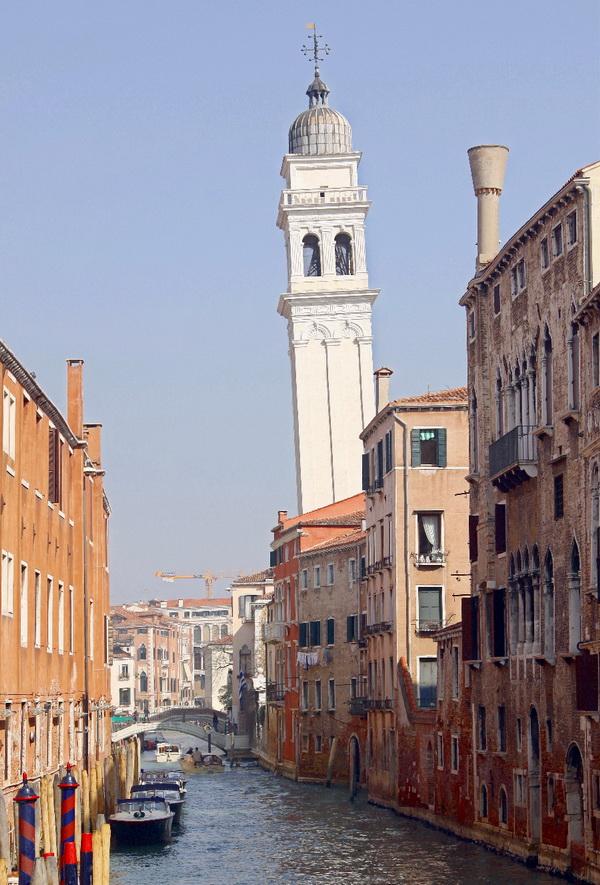 Венецианская падающая башня.
