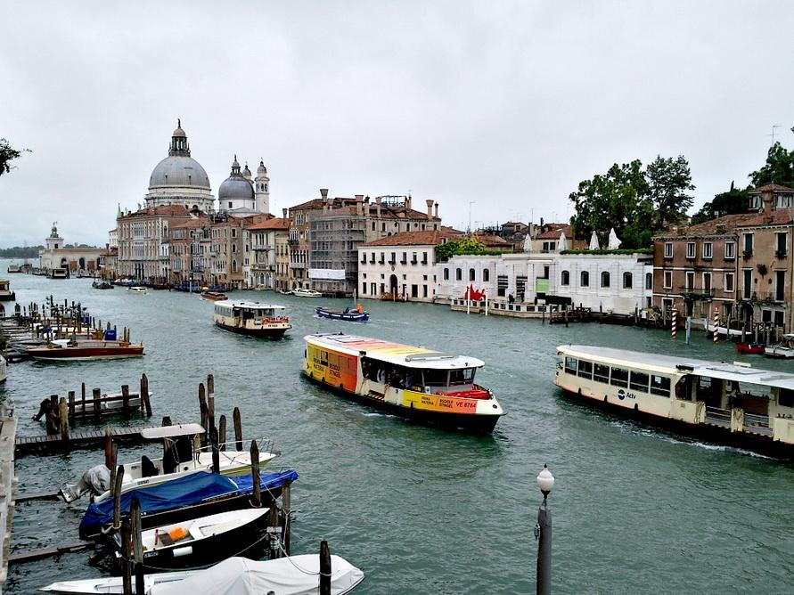 Вапоретто — водное такси в Венеции.