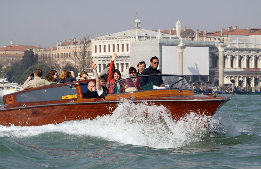 Такси в Венеции выглядит вот так.