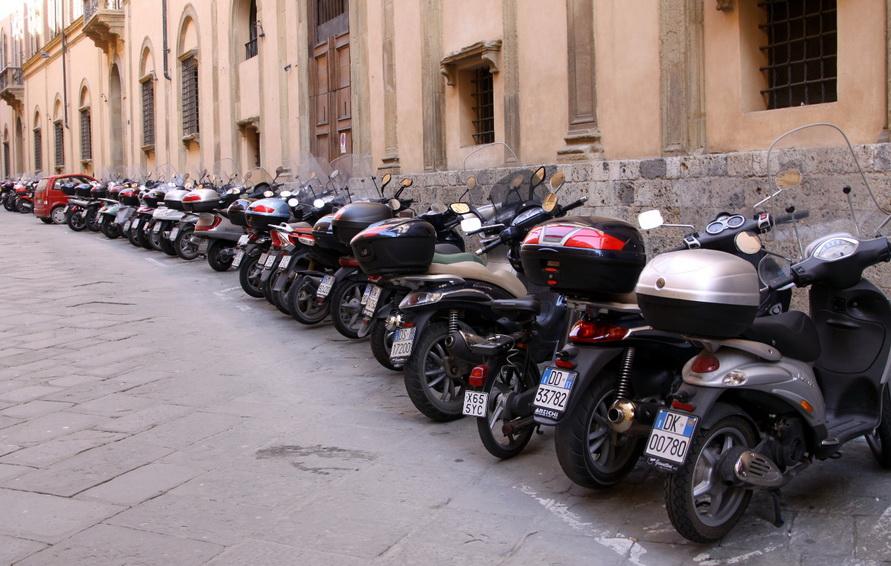 Мотоциклы — главный городской транспорт.
