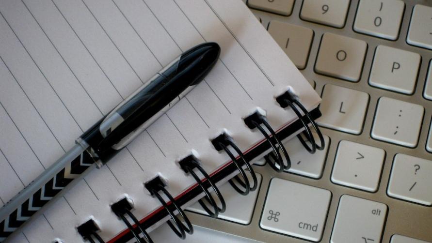 Компьютер и ручка