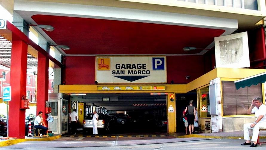 Адреса бесплатных парковок в Месте и Венеции.