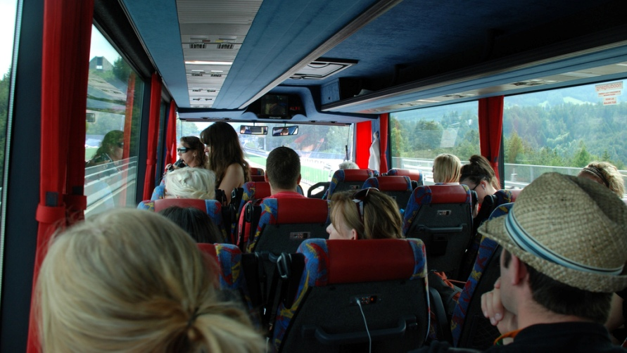 Туристы в автобусе