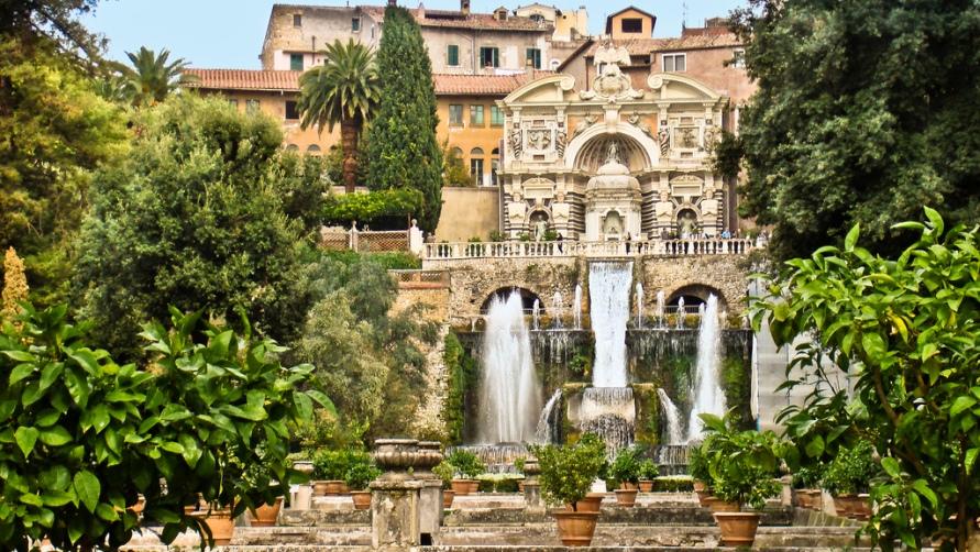Вилла с фонтанами