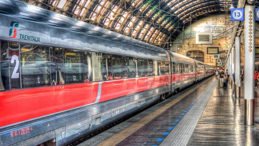 Поезд на вокзале.