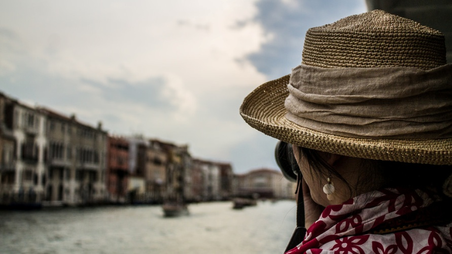 Девушка на палубе