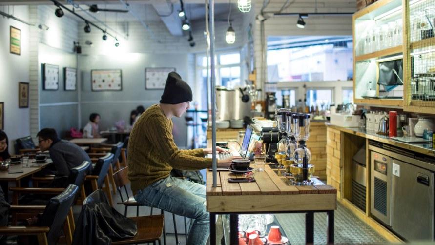 Парень в кафе