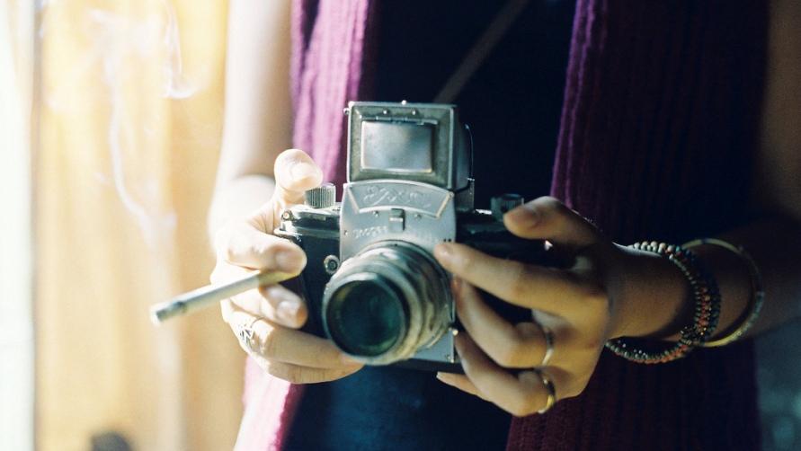 Девушка-фотограф.