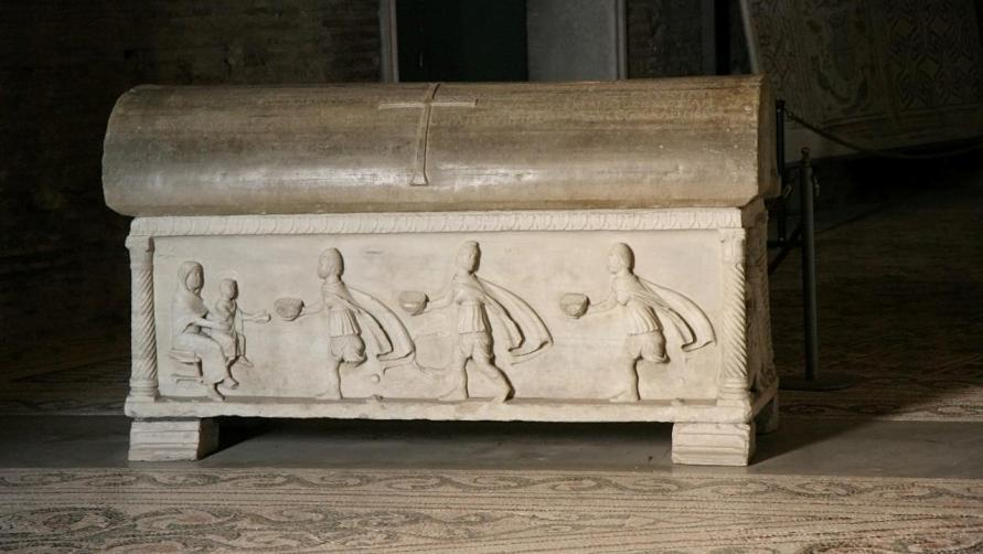 Саркофаг с мощами