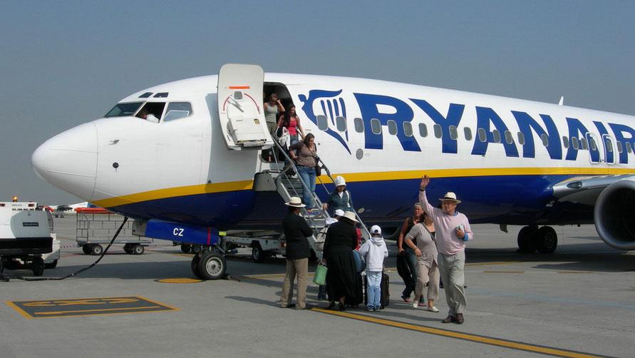Самолёт Ryanair приземлился в Париже. Купить авиабилеты из Милана.