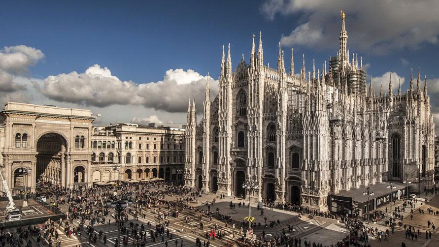 Площадь Дуомо к Кафедральный собор в Милане.