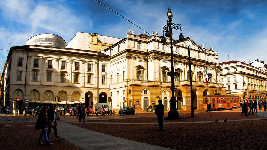 Здание миланской оперы.