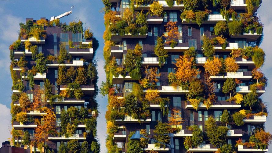 Вертикальные сады Милана осенью.
