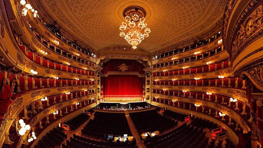 Экскурсию в оперу Ла скала.