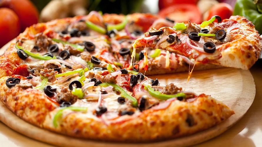 Кусок пиццы.