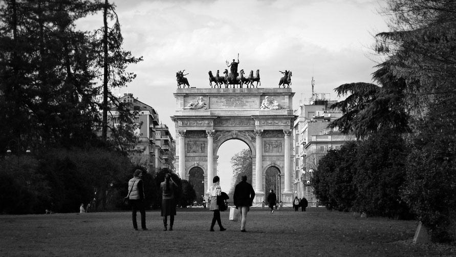 Арка Мира в парке Семпионе.