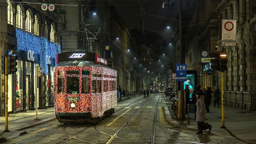 Трамвай и иллюминация.