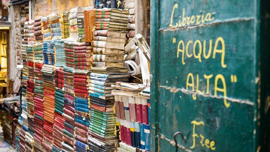 Букинистический магазин в Венеции.