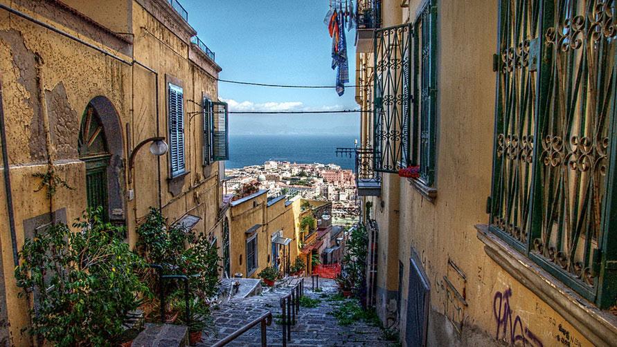 Начало весны 2020 в Неаполе.