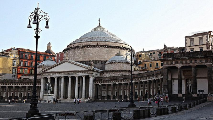 Неаполитанский  Пантеон.